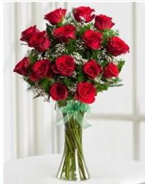 Cam vazo içerisinde 11 kırmızı gül vazosu  Adana çiçek siparişi anneler günü çiçek yolla