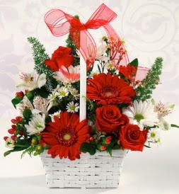 Karışık rengarenk mevsim çiçek sepeti  Adana çiçek siparişi internetten çiçek siparişi