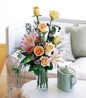 Adana çiçek gönder çiçek , çiçekçi , çiçekçilik  cam yada mika vazo içerisinde gül kazablanka