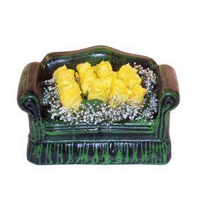 Seramik koltuk 12 sari gül   Adana çiçek gönder ucuz çiçek gönder