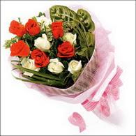 5 kirmizi 5 beyaz güllerden   Adana çiçek siparişi online çiçek gönderme sipariş
