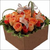 kare sandikta 11 gülllerden   Adana çiçek gönder çiçekçi mağazası
