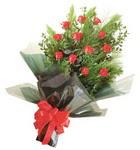 12 adet kirmizi gül buketi   Adana çiçek gönder çiçekçi mağazası