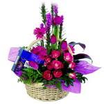 çikolata ve sepette çiçek   Adana çiçek yolla çiçek gönderme sitemiz güvenlidir