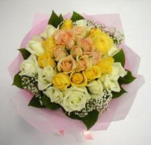 sari ve beyaz gül karisimda   Adana çiçek gönder çiçek , çiçekçi , çiçekçilik