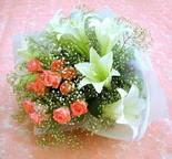 Adana çiçek yolla çiçek yolla  lilyum ve 7 adet gül buket