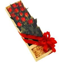 kutuda 12 adet kirmizi gül   Adana çiçek yolla çiçek yolla