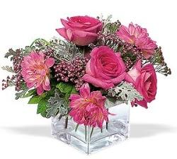 Adana çiçek siparişi cicekciler , cicek siparisi  cam içerisinde 5 gül 7 gerbera çiçegi