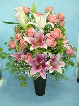Adana çiçek gönder internetten çiçek satışı  cam vazo içerisinde 21 gül 1 kazablanka