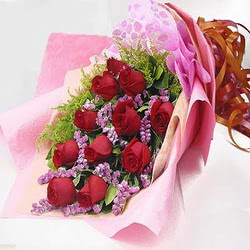 11 adet kirmizi gül ve kir çiçekleri  Adana çiçek gönder internetten çiçek satışı