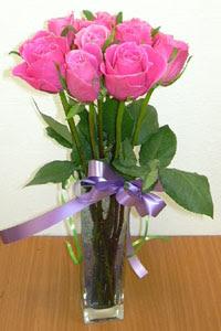 cam vazo içerisinde 11 adet gül  Adana çiçek gönder internetten çiçek satışı
