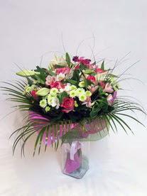 Adana çiçek gönder hediye çiçek yolla  karisik mevsim buketi mevsime göre hazirlanir.