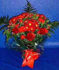 Adana çiçek gönder hediye çiçek yolla  3 adet kirmizi gül ve kir çiçekleri buketi