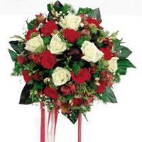 Adana çiçek gönder ucuz çiçek gönder  6 adet kirmizi 6 adet beyaz ve kir çiçekleri buket