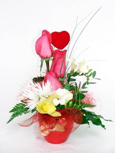 Adana çiçek gönder ucuz çiçek gönder  cam içerisinde 3 adet gül ve kir çiçekleri