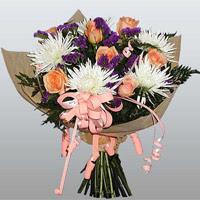 güller ve kir çiçekleri demeti   Adana çiçek siparişi çiçekçiler