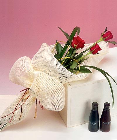 3 adet kalite gül sade ve sik halde bir tanzim  Adana çiçek siparişi internetten çiçek siparişi