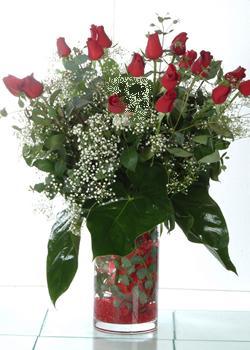 Adana çiçek siparişi güvenli kaliteli hızlı çiçek  11 adet kirmizi gül ve cam yada mika vazo tanzim
