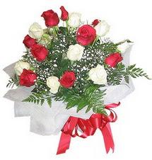 Adana çiçek gönder çiçek , çiçekçi , çiçekçilik  12 adet kirmizi ve beyaz güller buket