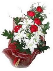 Adana çiçek siparişi kaliteli taze ve ucuz çiçekler  5 adet kirmizi gül 1 adet kazablanka çiçegi buketi