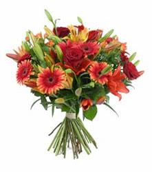Adana çiçek yolla çiçek gönderme  3 adet kirmizi gül ve karisik kir çiçekleri demeti