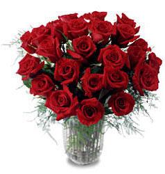 Adana çiçek yolla çiçek gönderme sitemiz güvenlidir  11 adet kirmizi gül cam yada mika vazo içerisinde