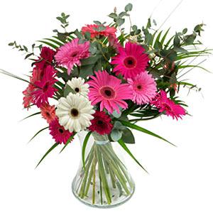 15 adet gerbera ve vazo çiçek tanzimi  Adana çiçek siparişi online çiçek gönderme sipariş