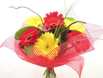 9 adet gerbera çiçeklerinden buket  Adana çiçek yolla çiçek satışı