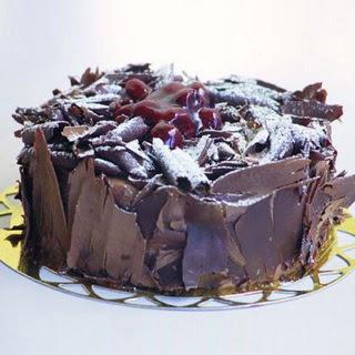 pasta yolla 4 ile 6 kisilik visneli çikolatali yas pasta  Adana çiçek gönder çiçek siparişi sitesi