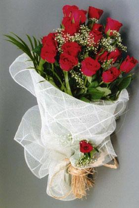 10 adet kirmizi güllerden buket çiçegi  Adana çiçek siparişi yurtiçi ve yurtdışı çiçek siparişi
