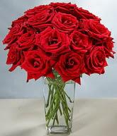 Adana çiçek gönder çiçekçi mağazası  cam vazoda 11 kirmizi gül  Adana çiçek siparişi hediye sevgilime hediye çiçek