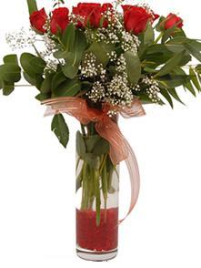 Adana çiçek siparişi uluslararası çiçek gönderme  11 adet kirmizi gül vazo çiçegi