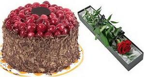 1 adet yas pasta ve 1 adet kutu gül  Adana çiçek siparişi uluslararası çiçek gönderme