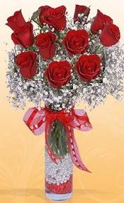 10 adet kirmizi gülden vazo tanzimi  Adana çiçek gönder çiçek siparişi sitesi