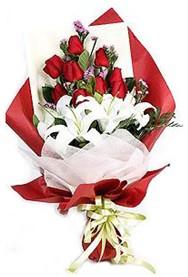 Adana çiçek gönder hediye çiçek yolla  9 adet gül 2 adet kazablanka buketi