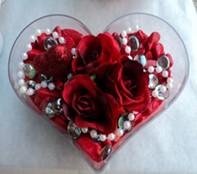 Adana çiçek siparişi cicek , cicekci  mika kalp içerisinde 3 adet gül ve taslar