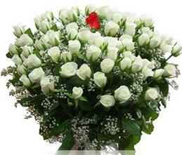 Adana çiçek gönder internetten çiçek satışı  100 adet beyaz 1 adet kirmizi gül buketi