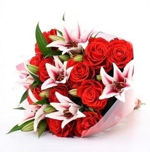 Adana çiçek siparişi çiçek siparişi vermek  3 dal kazablanka ve 11 adet kırmızı gül