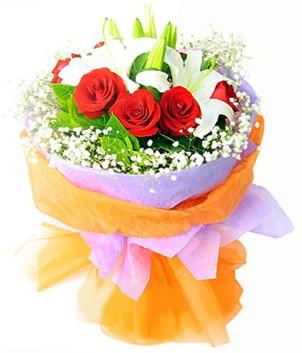 Adana çiçek yolla çiçek gönderme sitemiz güvenlidir  1 dal kazablanka 7 adet kırmızı gül buketi