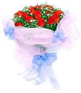 Adana çiçek gönder çiçek siparişi sitesi  11 adet kırmızı güllerden buket modeli