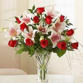 Adana çiçek siparişi çiçek mağazası , çiçekçi adresleri  12 adet kırmızı gül 1 dal kazablanka çiçeği