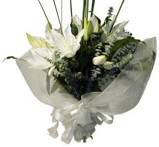 Adana çiçek gönder çiçekçi mağazası  2 dal kazablanka çiçek buketi