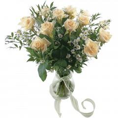 Vazoda 8 adet beyaz gül  Adana çiçek siparişi 14 şubat sevgililer günü çiçek