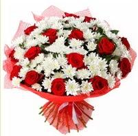 11 adet kırmızı gül ve beyaz kır çiçeği  Adana çiçek gönder internetten çiçek satışı