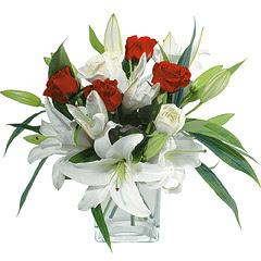 vazo içerisinde 4 gül 1 adet kazablanka  Adana çiçek siparişi online çiçek gönderme sipariş