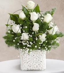 9 beyaz gül vazosu  Adana çiçek yolla çiçek satışı