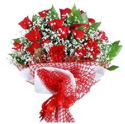 11 kırmızı gülden buket  Adana çiçek siparişi 14 şubat sevgililer günü çiçek