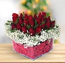 15 kırmızı gülden kalp mika çiçeği  Adana çiçek yolla çiçek satışı
