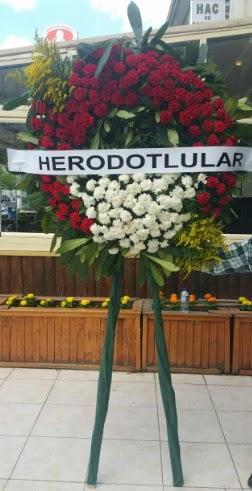 Cenaze çelengi cenazeye çiçek modeli  Adana çiçek yolla çiçek satışı