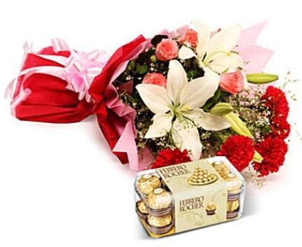 Karışık buket ve kutu çikolata  Adana çiçek gönder çiçek , çiçekçi , çiçekçilik